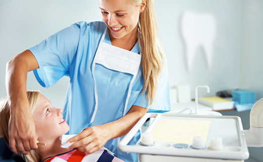 dca-blog_dental-hygienist-and-cleaning-kid